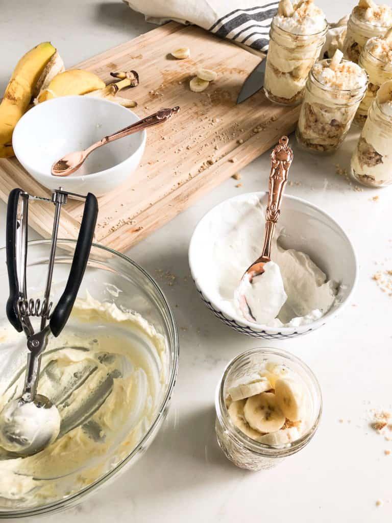 assembling banana pudding