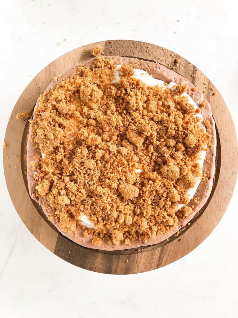 graham cracker crumb layer